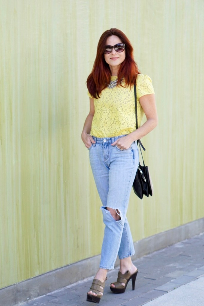 YELLOW TOP, LIGHT WASH DENIM, NINE WEST CROSSBODY, SPRING INSPIRED OUTFIT, TAUPE SANDALS