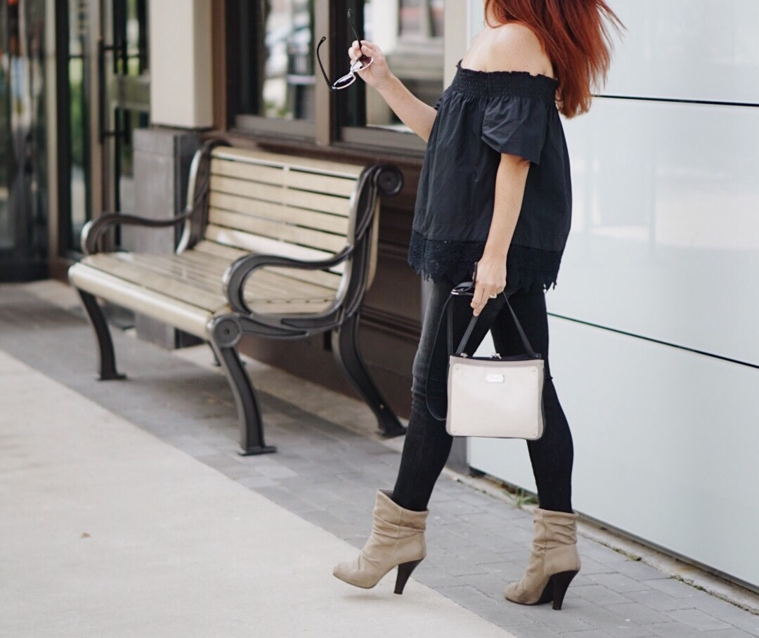 ots, skinny jeans, black on black outfit, effortless look, lace details who what wear, slouched boots