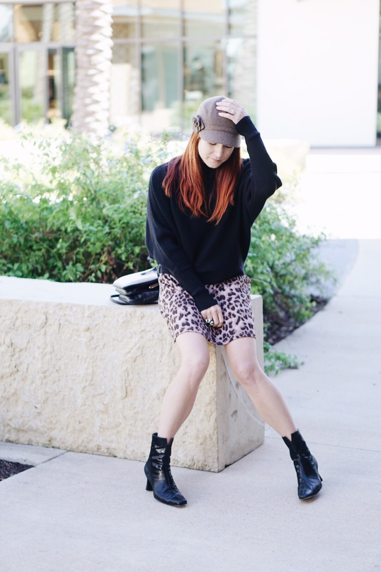 how to style with hats, casual style, leopard print, black sweaters, booties, felt hat
