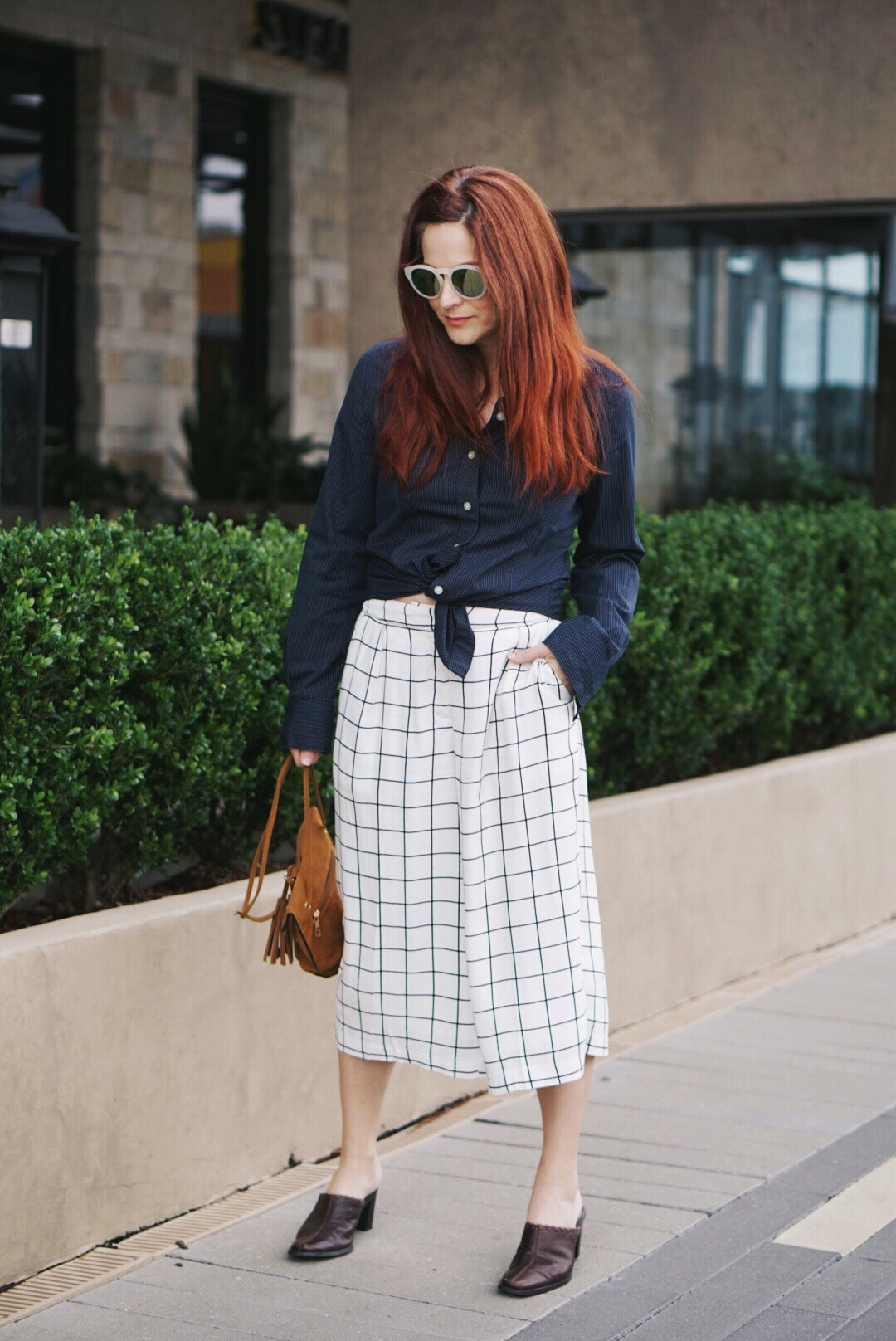 grid culottes, forever 21, navy button up shirt, brown mules, cognac bag, white sunnies