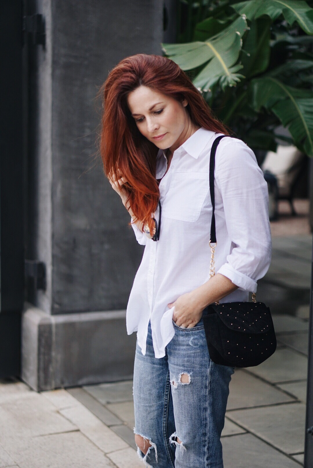 red hair ideas, white oxford, distresses jeans, studded bag, stuck in a style rut, what should I wear