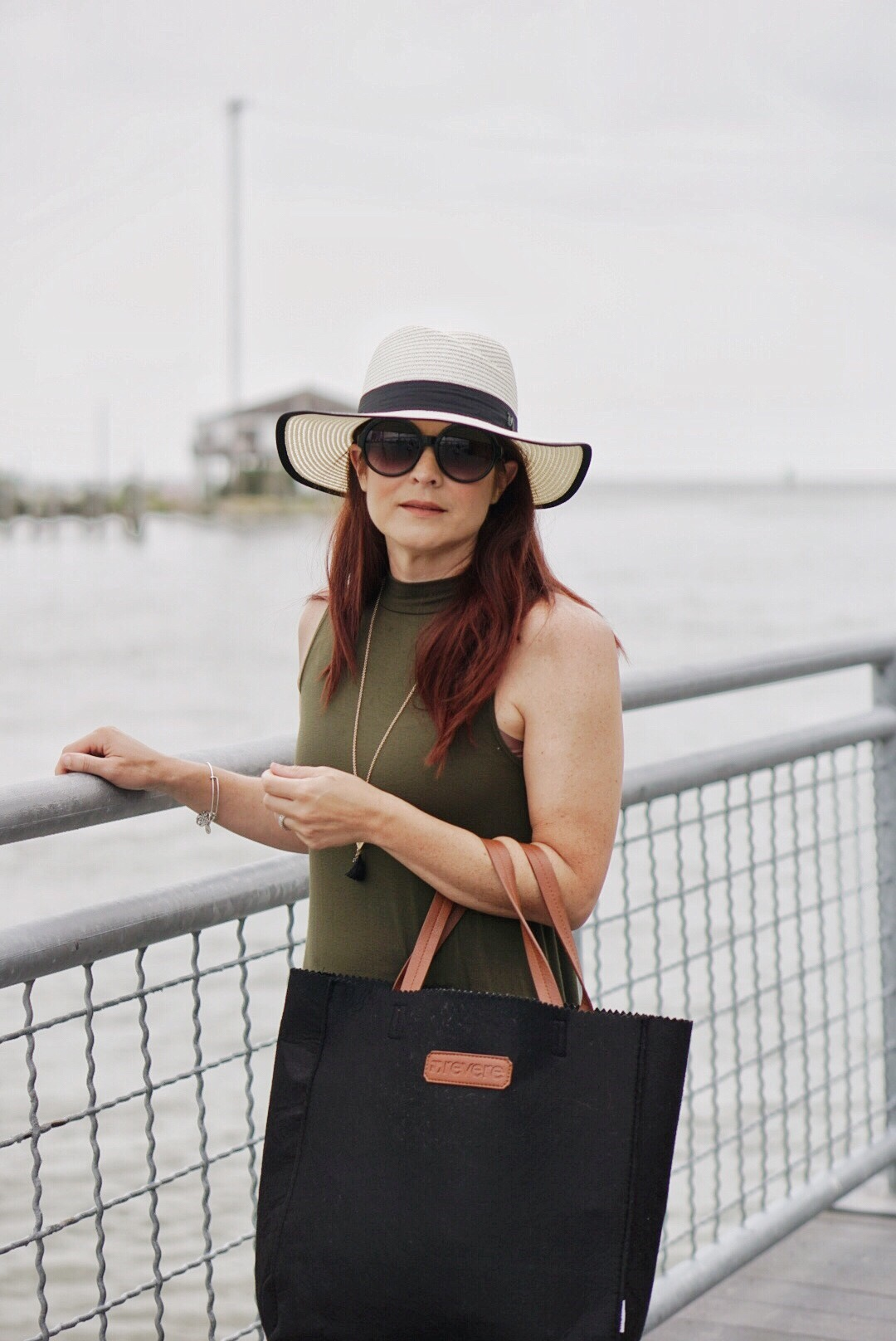 summer style ideas, outfits with hats, black tote bags, neutral style