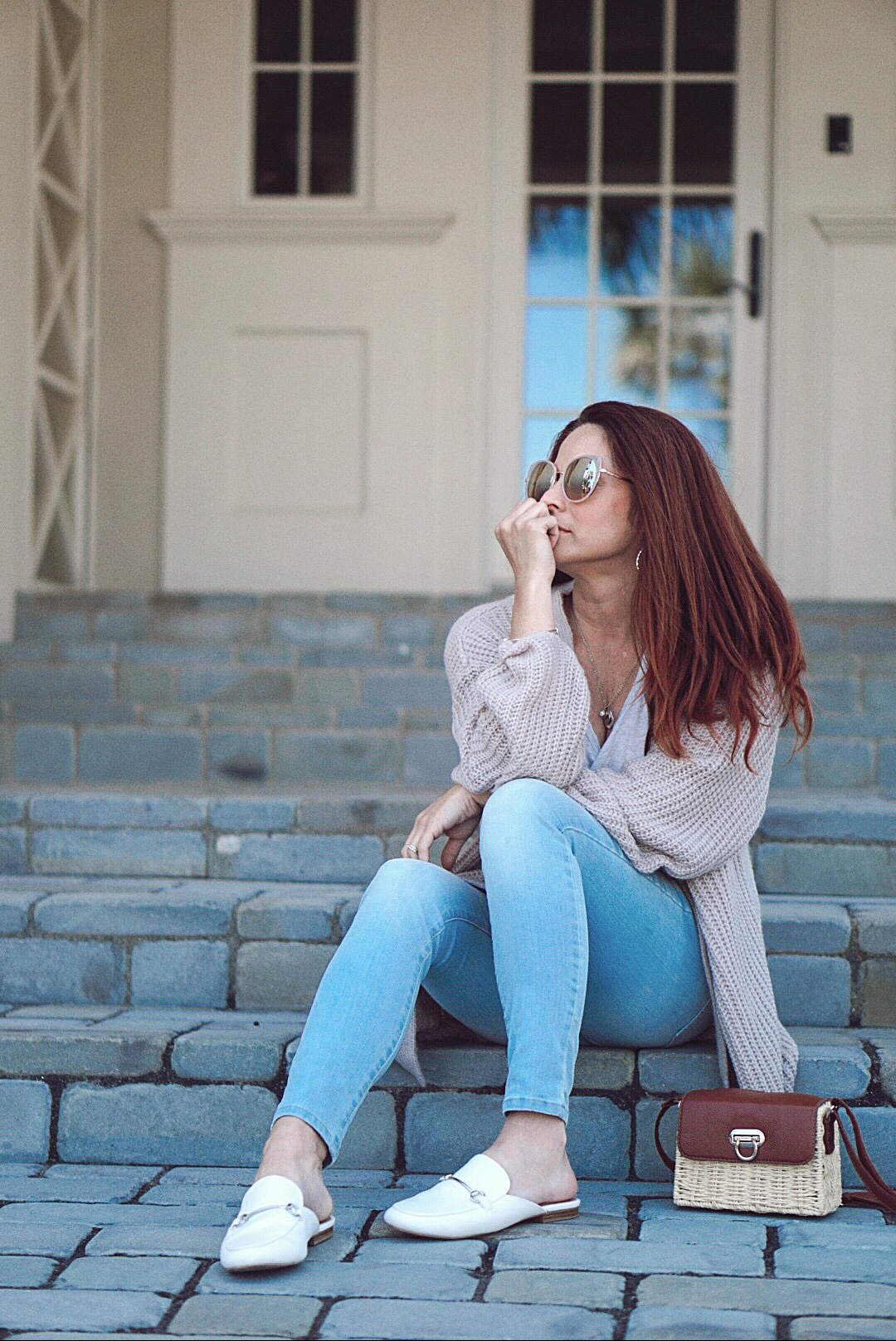 casual style, jeans and cardigan outfits, how to be authentice as a blogger, authentic bloggers, bloggers who are real, white mules, basket bags
