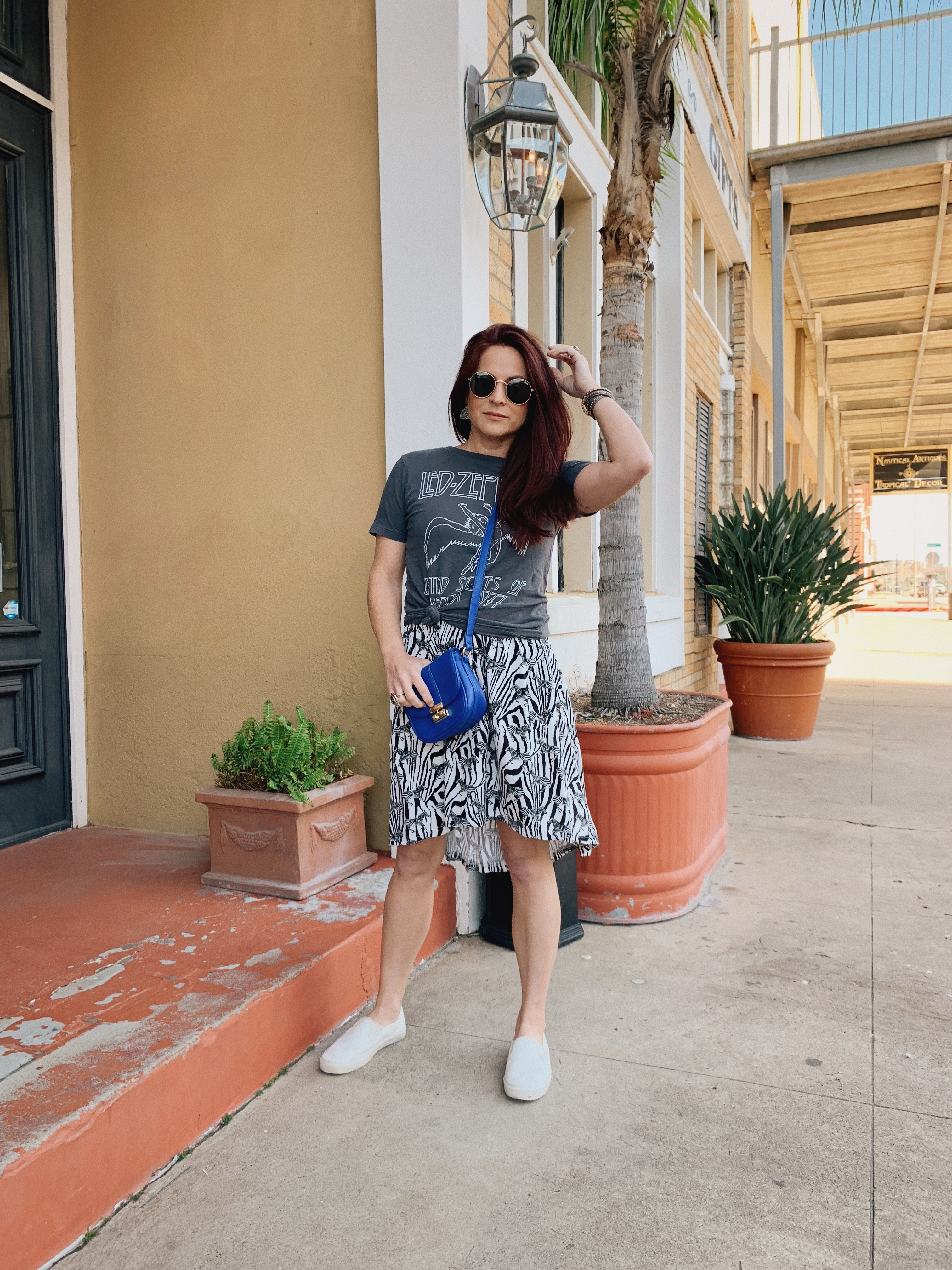 band tee outfits, animal print styling, sneaker outfits, quay retro sunglasses