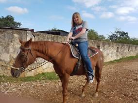 Happy auf dem Pferd