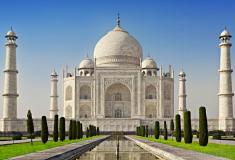 ताज की सुरक्षा में सेंध विदेशी पर्यटक सहित 3 हिरासत में