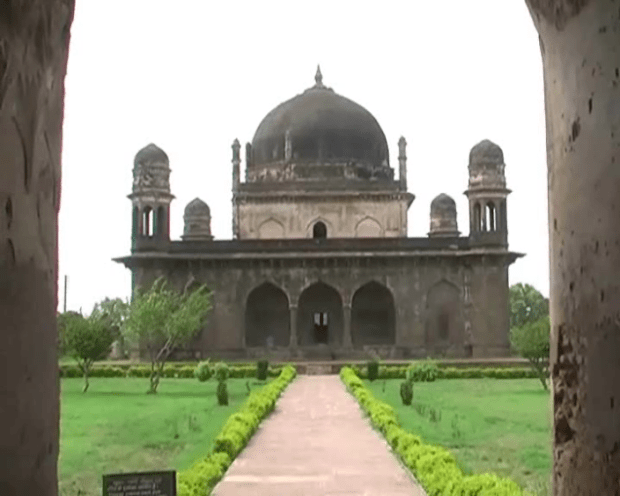 Smart City became the center of attraction of the black Taj Mahal