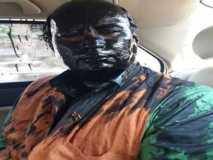 शिवसैनिकों ने सुधींद्र कुलकर्णी के चेहरे पर पोती स्याही