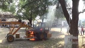 बुजुर्ग को कुचला ,लोगों ने थाने में खड़ी क्रेन में लगा दी आग