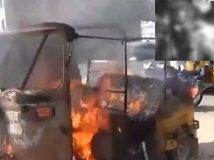 ऑटो ड्राइवर को ऑटो समेत जिंदा जलाने की कोशिश
