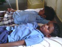 मिड डे मील भोजन से 16 बच्चों की हालत बिगड़ी