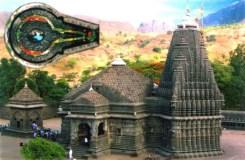 त्र्यंबकेश्वर मंदिर में जाने से महिलाओं को रोका, महिला बेहोश