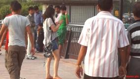 मंदिर जा रहीं विदेशी महिला पर्यटकों से छेड़छाड़