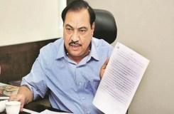 महाराष्ट्र: खडसे ने सीएम फड़नवीस को इस्तीफा सौंपा