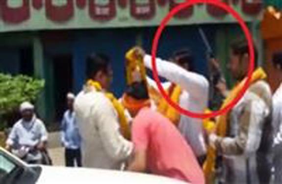 Hoshangabad Itarsi BJP MLA-supporters-opened-fire-on-the-road