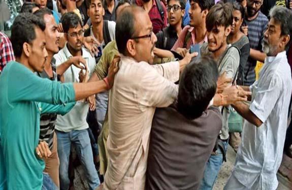 abvp-activists-clash-with-jadavpur-university-students