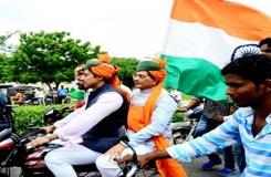 तिरंगा यात्रा: भाजपा मंत्रियों ने तोड़े ट्रैफिक नियम