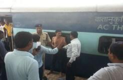 दो कर्मचारियों के विवाद से ट्रेन का एसी कोच बना अखाड़ा