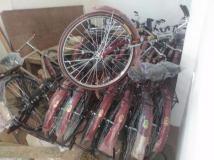 UP: मंत्री के करीबी के यहां से साइकिल और साड़ियों की बड़ी खेप बरामद