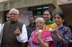 मुंबई महानगर पालिका चुनाव : यूपी के राज्यपाल ने किया मतदान