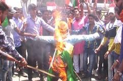 छात्रों ने किया प्रदर्शन, कहा कश्मीरी छात्रों को मार भगाओ