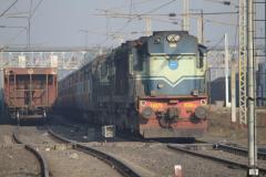 लापरवाही : बीच ट्रेक पर ट्रेन छोड़कर चला गया ड्राइवर