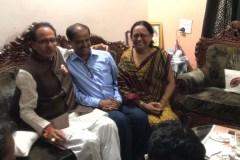 भाजपा ने एक को मनाया बाकी को बाहर का रास्ता दिखाया