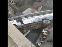 सीतामढ़ी में बड़ा हादसा, 20 फुट नीचे गिरी बस, 10 की मौत