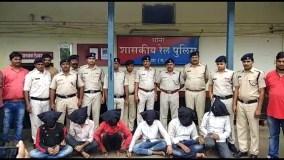 सिक्के से रेलवे सिग्नल का सर्किट शॉट कर करते थे डकैती, 6 गिरफ्तार