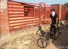 मुंह पर रुमाल बांध साईकिल से निकले कलेक्टर, किया शहर के मार्गों का निरीक्षण