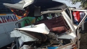 MP : स्कूल वाहन और बस भिड़ी, 7 बच्चों सहित चालक की मौत