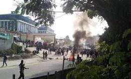 भीड़ ने फूंका उपमुख्यमंत्री का घर, कई स्थानों पर कर्फ्यू