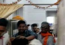 प्रज्ञा ठाकुर के रोड शो में हंगामा,काले झंडे दिखाए NCP कार्यकर्ता को पीटा