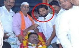शव के साथ भाजपा उम्मीदवार ने खिंचवाई फोटो, जमकर हुई खिंचाई