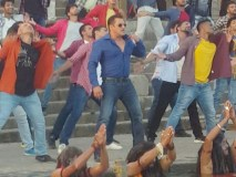 विवादों में सलमान की दबंग-3, शूटिंग के दौरान हिंदू भावनाओं को ठेस पहुंचाने का आरोप, शिवलिंग की फोटो हुई वायरल