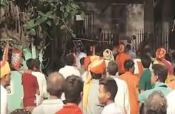 भगवा कपड़ा पहने लोगों ने तोड़ी विद्यासागर की मूर्ति, वीडियो फुटेज से खुलासा