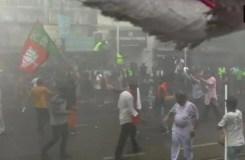 भाजपा कार्यकर्ताओं और पुलिस में झड़प, पुलिस ने बरसाईं लाठियां, दागे आंसू गैस के गोले