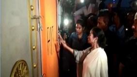 ममता ने तुड़वाया भाजपा के दफ्तर का ताला, कमल का निशान मिटाकर खुद लिखा TMC