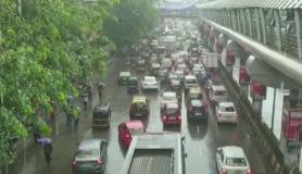 मुंबई हुई पानी-पानी, भारी बारिश के कारण जाम, BMC के लिए आफत