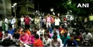 कोलकाता: नमाज पर बीजेपी का विरोध, BJP कार्यकर्ताओं ने सड़क पर पढ़ी हनुमान चालीसा