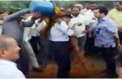 कांग्रेस विधायक नितेश नारायण राणे ने इंजीनियर पर कीचड़ डलवाया