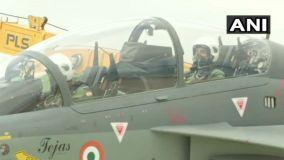 स्वदेशी लड़ाकू विमान 'तेजस' से उड़ान भरने के बाद क्या बोले रक्षा मंत्री राजनाथ सिंह?