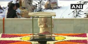 महात्मा गांधी वर्षगांठ : राजघाट पर राष्ट्रपति,प्रधानमंत्री ने दी श्रद्धांजलि