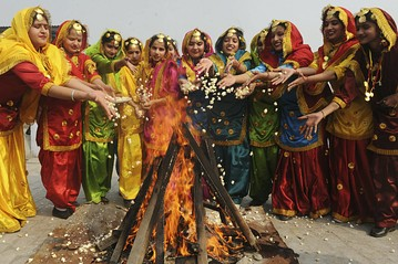 Learn why is celebrated Lohri festival