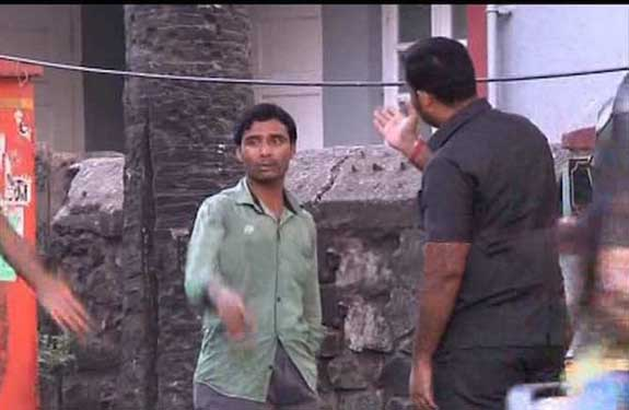 Bodyguard Repeatedly Slaps Salman Khan's Fan