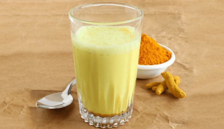 Drinking-turmeric-milk-has-many-physical-benefits-like-arthritis-cough-sinus-etcE280A6-and-more-5