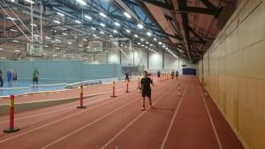 Paul Daniel inspiserer sprinten på 40 meter.