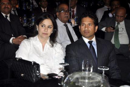 Sachin_Tendulkar_and_his_wife_at_Bloomberg_TV_Autocar_Awards