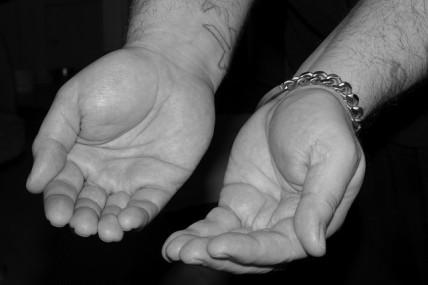 hands-556807_640