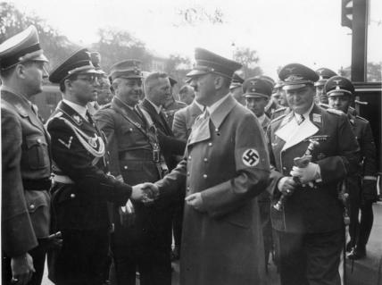 Bundesarchiv_Bild_183-H13039_MC3BCnchener_Abkommen_RC3BCckkehr_Hitler